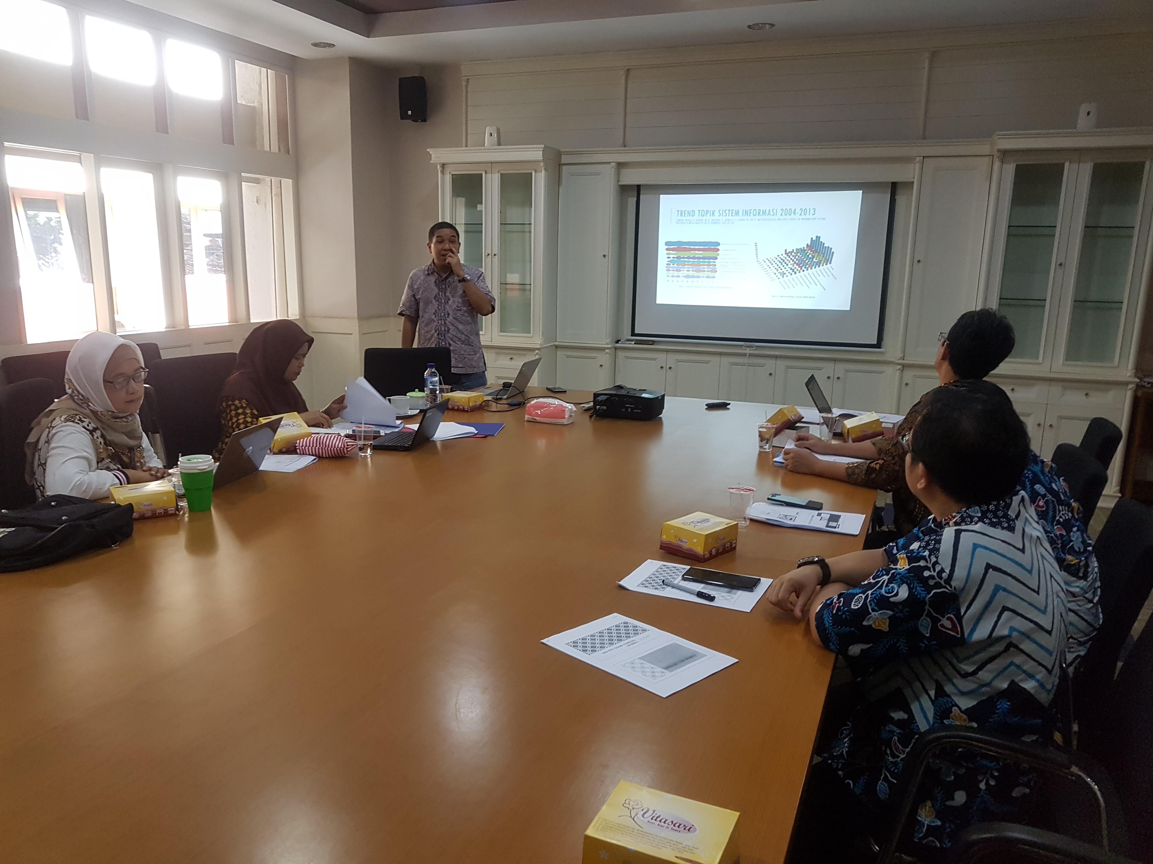 Kegiatan Rapat Penyusunan Roadmap penelitian Prodi SI 2